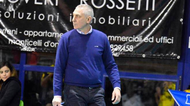Nella foto di Andrea Scrollavezza, Mauro Bartolomeo, coach della Canottieri Ongina