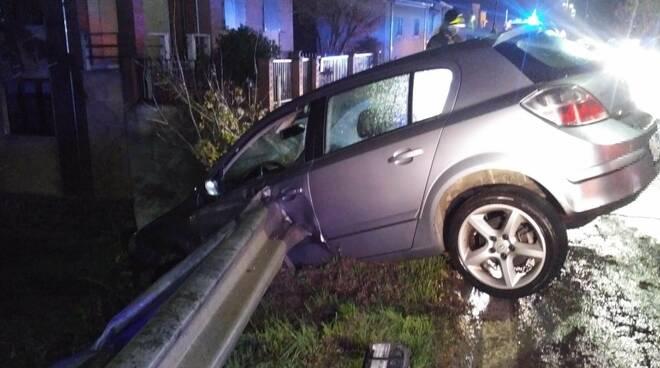 Opel incastrata