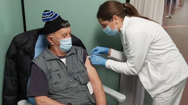Anziani vaccinati covid