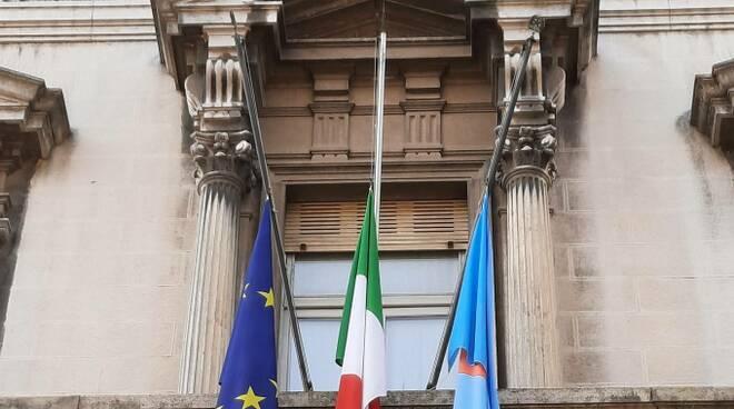 bandiere a mezz'asta Provincia di Piacenza