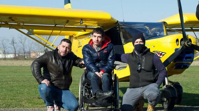 Flavio con i ragazzi di Fly for Freedom