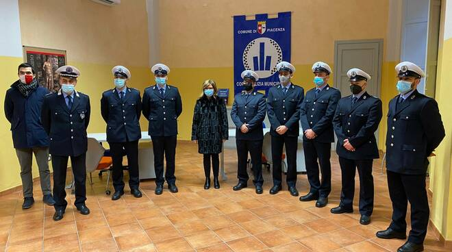 polizia locale in piazzetta Pescheria