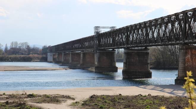 Fiume Po in secca al Ponte della Becca