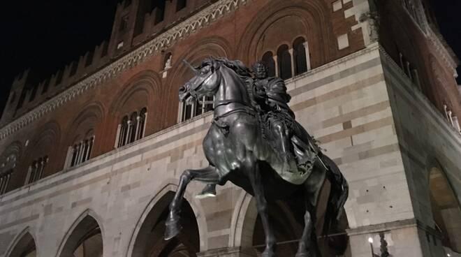 palazzo gotico notte