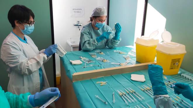 Centro vaccinale a Pasqua