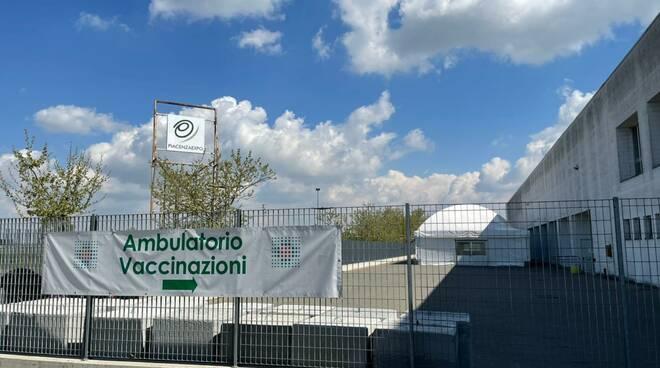 Il centro vaccinale di Piacenza Expo