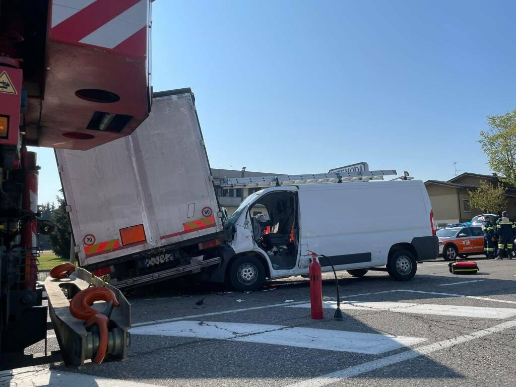 incidente Caorso casello furgone