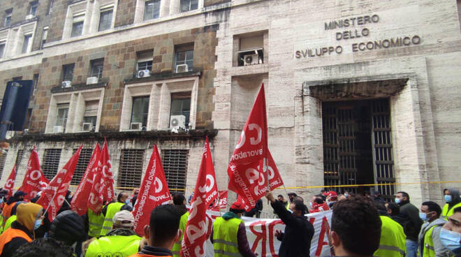 La protesta a Roma (foto dalla pagina Facebook Tnt di Piacenza)