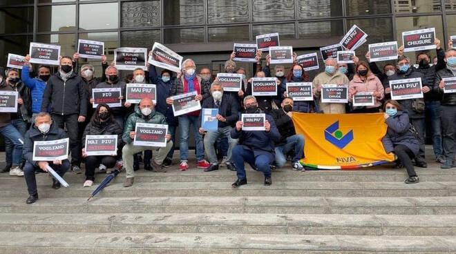 La protesta degli ambulanti (foto dalla pagina Facebook di Confcommercio Emilia Romagna)