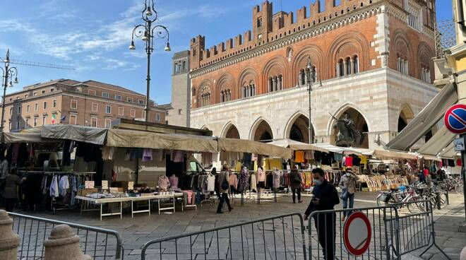 Mercato centro storico aprile 2021