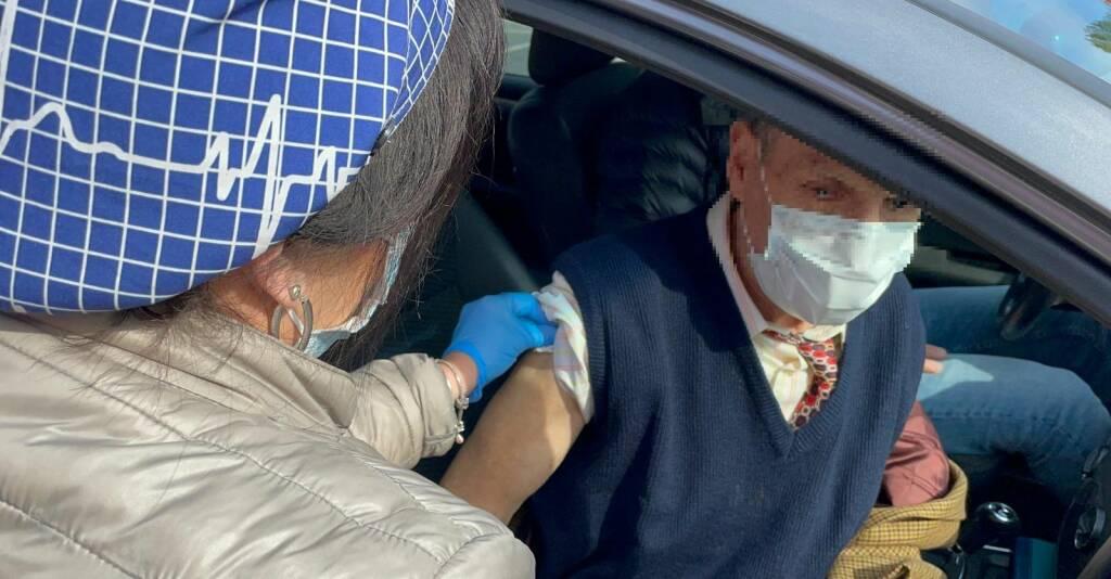 Vaccino drive through a Carpaneto