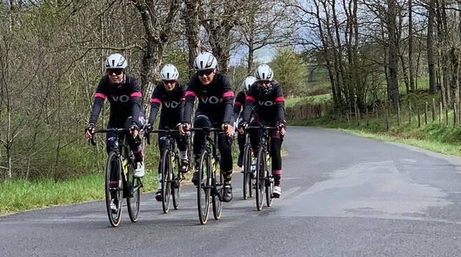 Il VO2 Team Pink in ricognizione sulle strade francesi