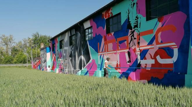 Murales a La Verza per rendere omaggio al Giro d'Italia e al cavalier Franco Zeppi
