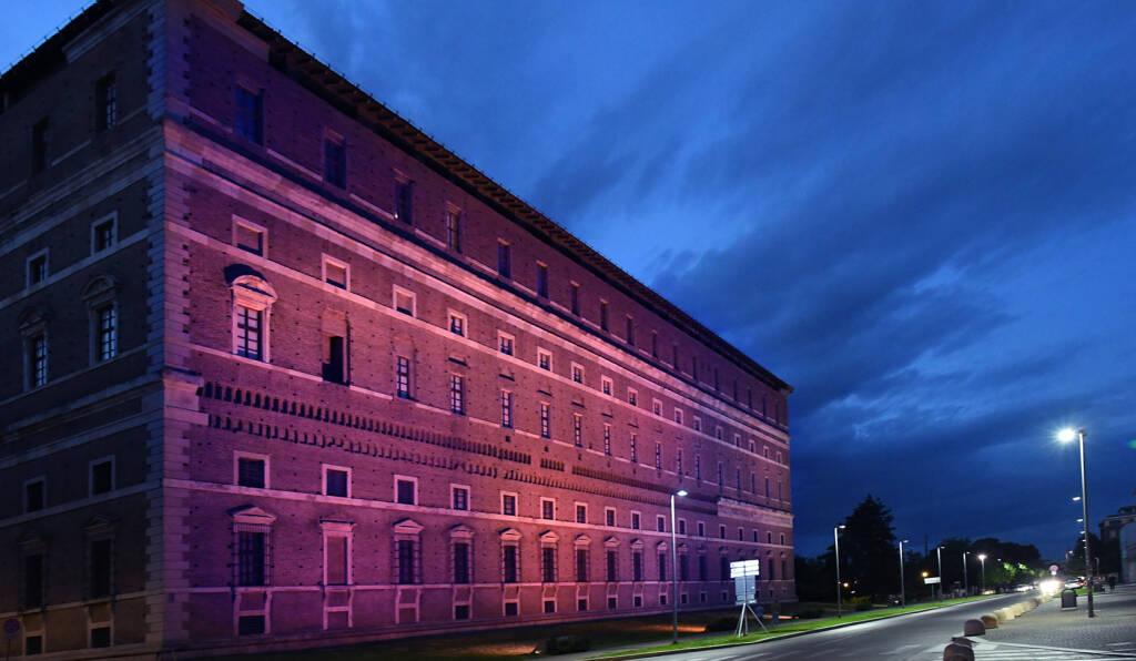 Palazzo Farnese luci viola