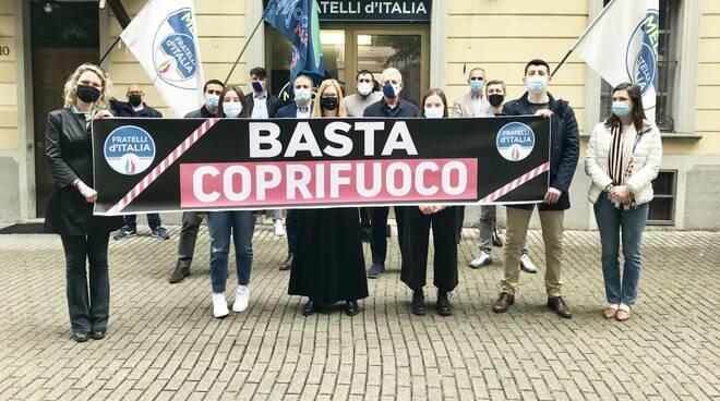 Protesta coprifuoco Fratelli d'Italia