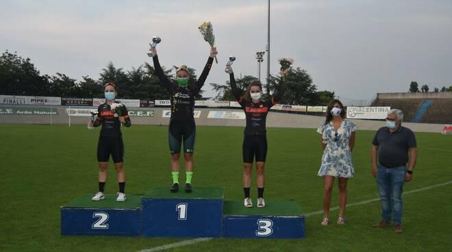 podio donne Velodromo Pavesi Gp Fiorenzuola