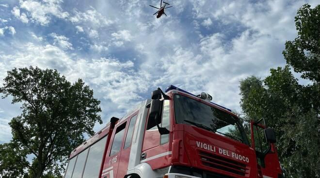 elicottero vigili del fuoco sul Po