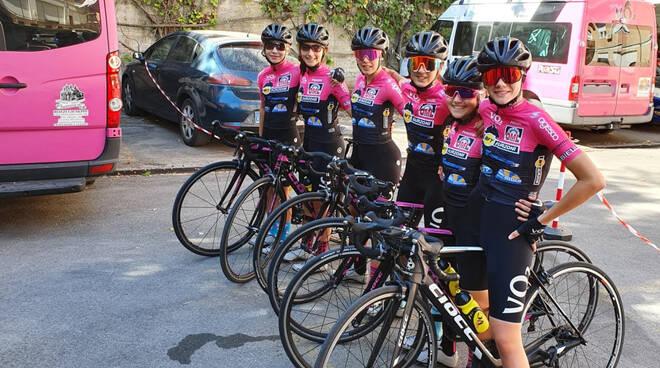 le Esordienti del Ciclismo giovanile VO2 Team Pink (insieme all'Allieva Marta Festa) alla vigilia tricolore a Chianciano