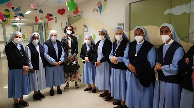 Pediatria donazione suore