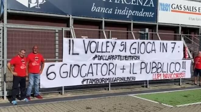 tifosi volley protesta Lupi
