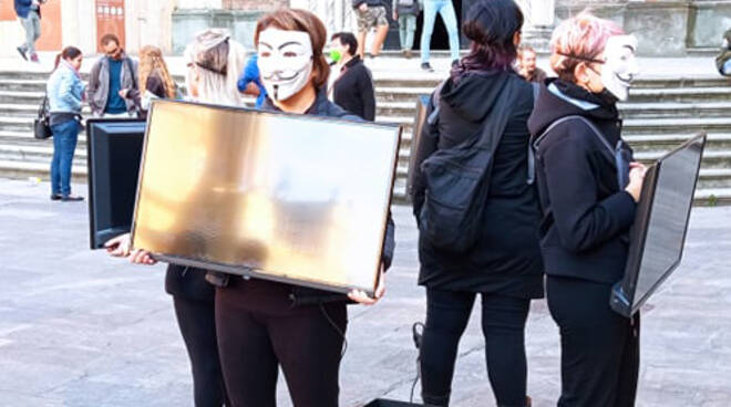 Anonymous for the voiceless manifestazione Piacenza