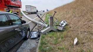 Camion contro lampione tangenziale