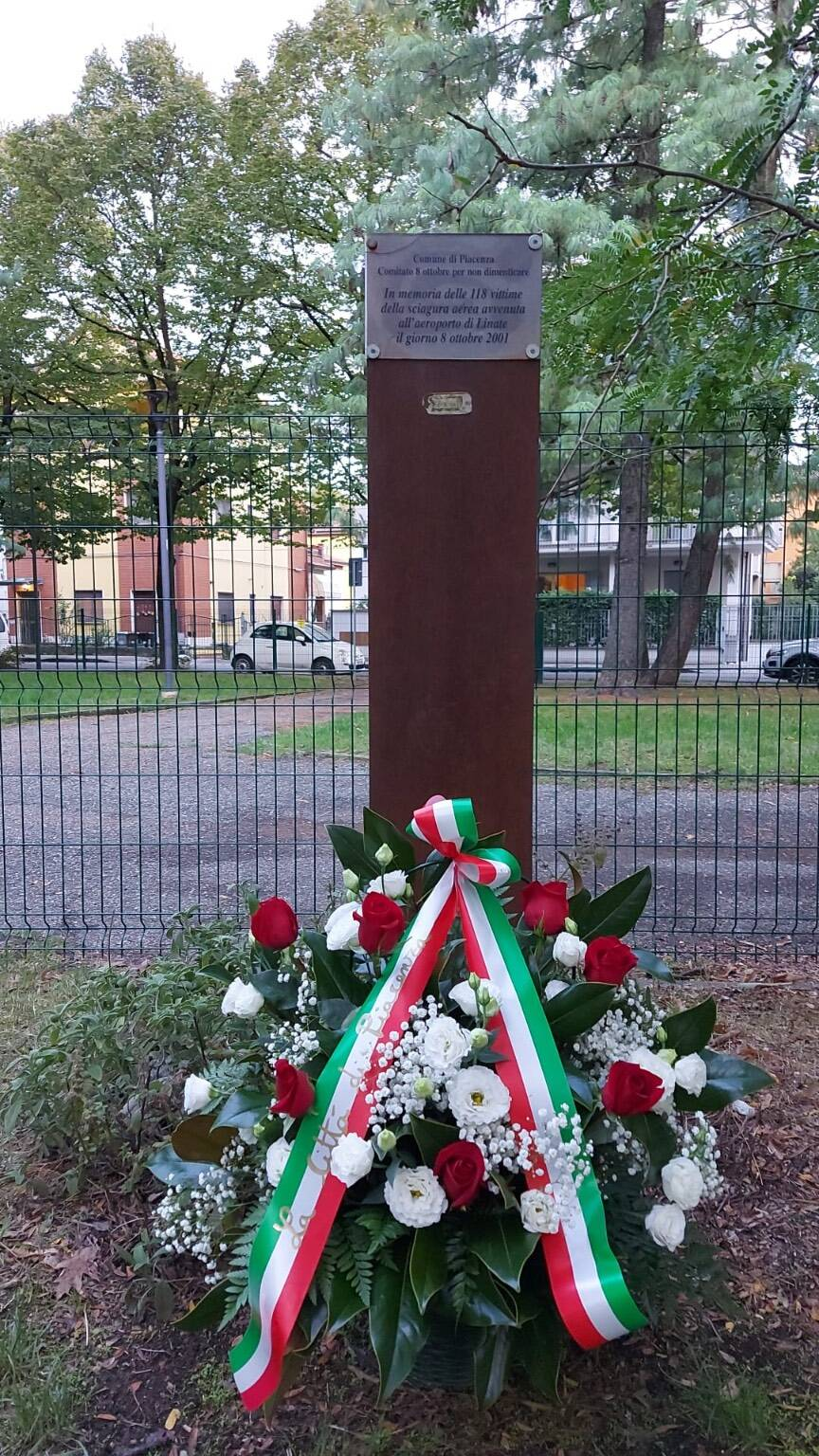 Tragedia Linate, omaggio alla stele commemorativa